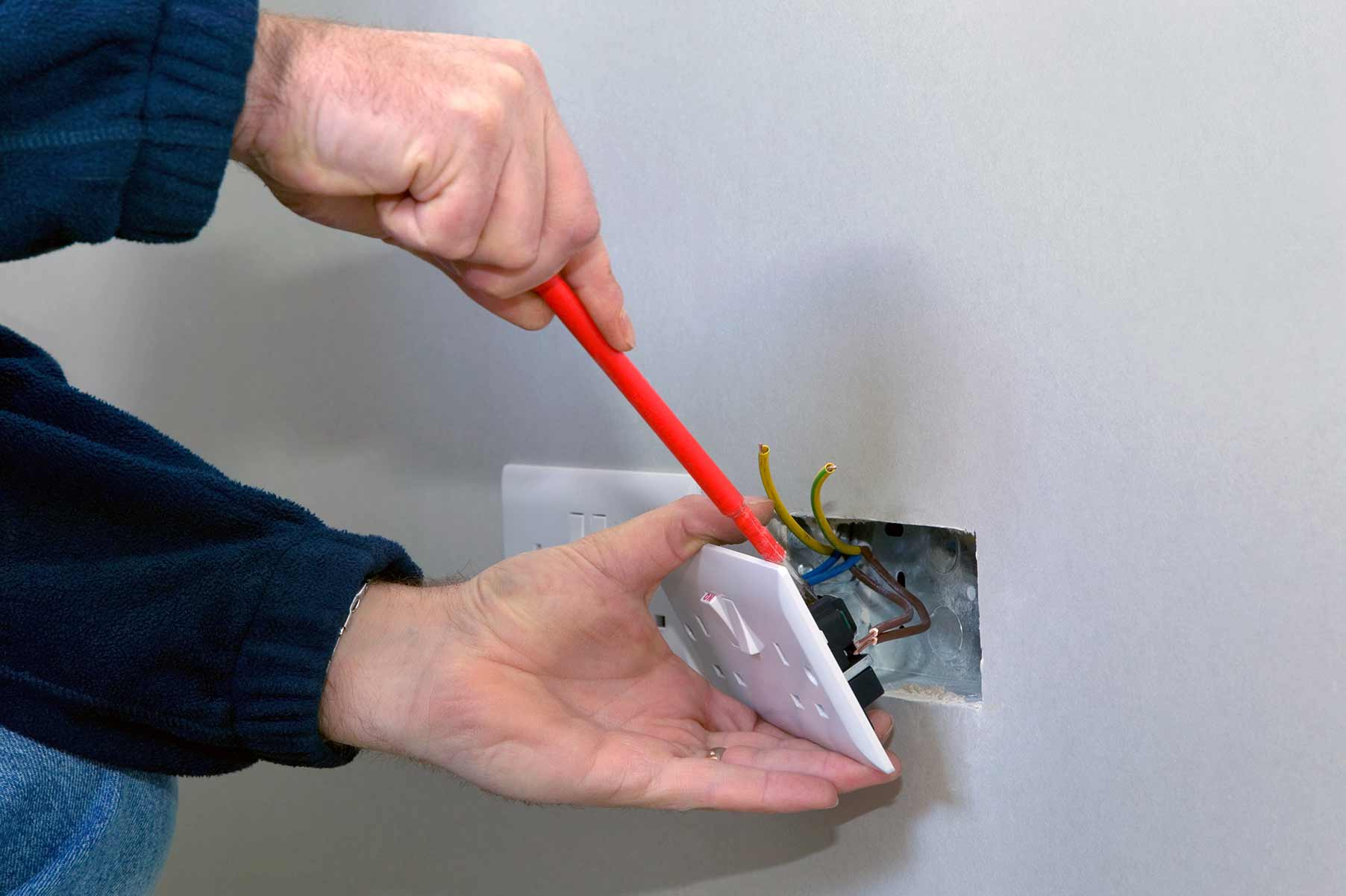 Our electricians can install plug sockets for domestic and commercial proeprties in Sanderstead and the local area.